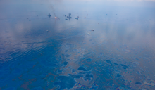 A sheen of oil coats the surface of the Gulf of Mexico in June 2010, as ships work to help control the Deepwater Horizon spill. Credit: kris krüg, CC BY-NC-SA 2.0/Eos Magazine